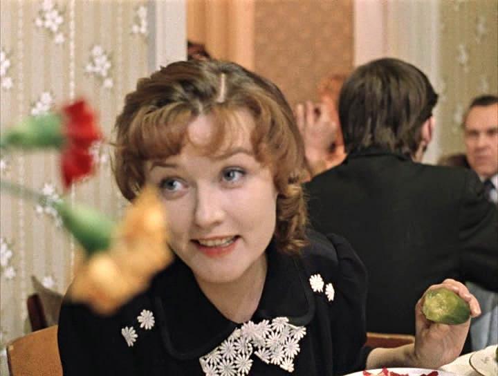 Огурчики, у вас, Анна Никитична, замечательные. Я вообще сегодня весь вечер только соленое ем.