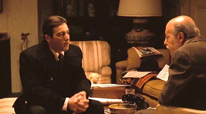 Здесь отец многому меня научил, в этой самой комнате. Он учил: держи друзей близко, а врагов еще ближе.