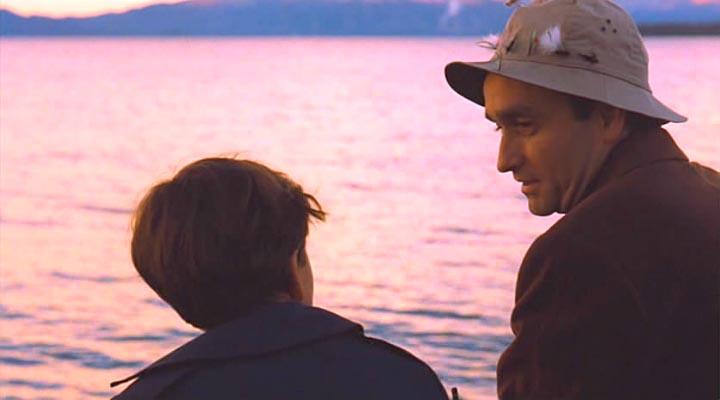 Когда я был маленьким, мы ездили на рыбалку с братьями и моим отцом, всей командой. Но рыба ловилась только у меня, другие оставались ни с чем. И знаешь почему? Закидывая удочку, я всякий раз читал молитву. И каждый раз мне попадалась рыба.