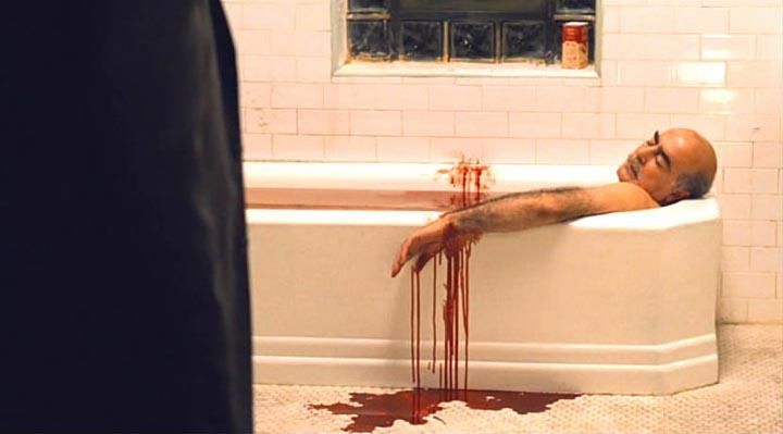 Френк лег в горячую ванну...