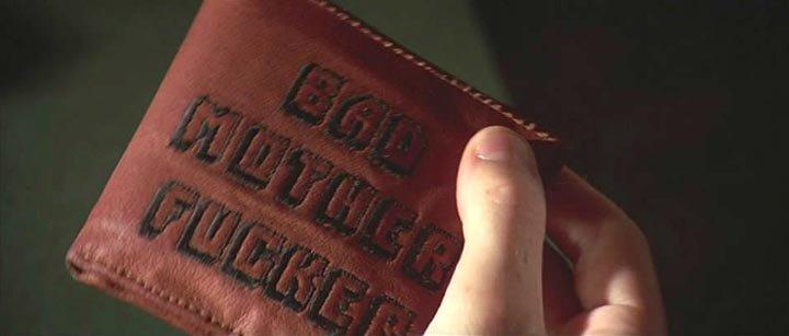 - Теперь поройся в сумке, и найди мой лопатник. - Он какой? - На нем написано 'крутой засранец'.