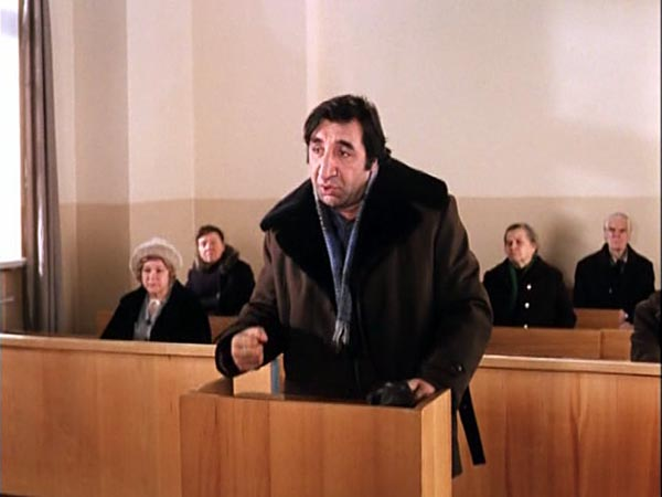 Тупые вопросы адвокатов в суде Хилвар разочарованно